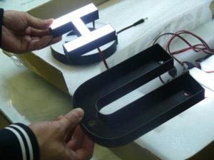 Каждой букве — по принтеру (изготовление световых букв)